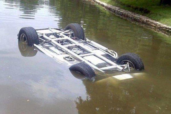 İmişlidə avtomobil su kanalına düşdü